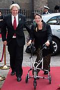 Prinsjesdag - Aankomst politici bij de Ridderzaal. Zoals ieder jaar ging Prinsjesdag ook dit keer weer gepaard met hoedjes in allerlei soorten en maten.<br /> <br /> Op de foto / On the photo: <br />  Staatssecretaris van SZW Jetta Klijnsma