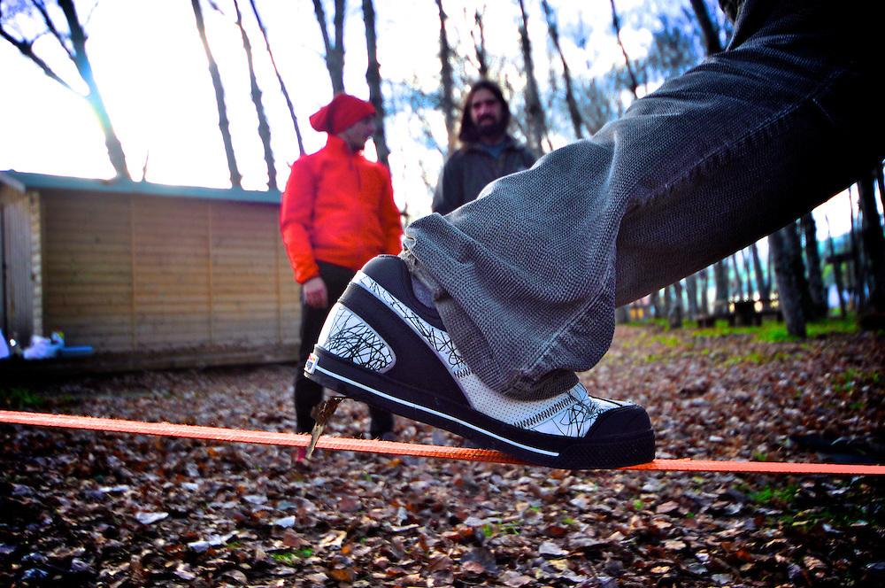 Slackliner Rui Filipe Tiago showing that 5.10 shoes stick like glue to any slackline webbing.