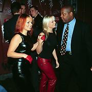Premiere Seven Years in Tibet Amsterdam, 2 van de Spice Girls verlaten de film aan de achterzijde, Gerri Halliwel en Emma Bunt