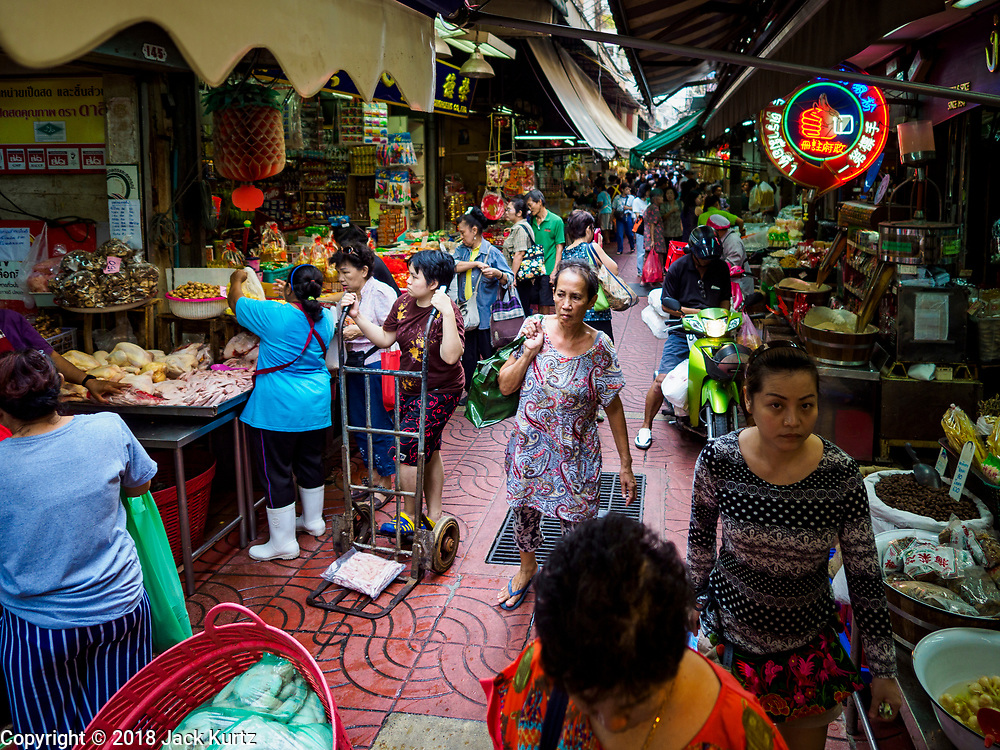 12 FEBRUARY 2018 - BANGKOK, THAILAND: Customers in a street market in the Chinatown neighborhood of Bangkok.     PHOTO BY JACK KURTZ