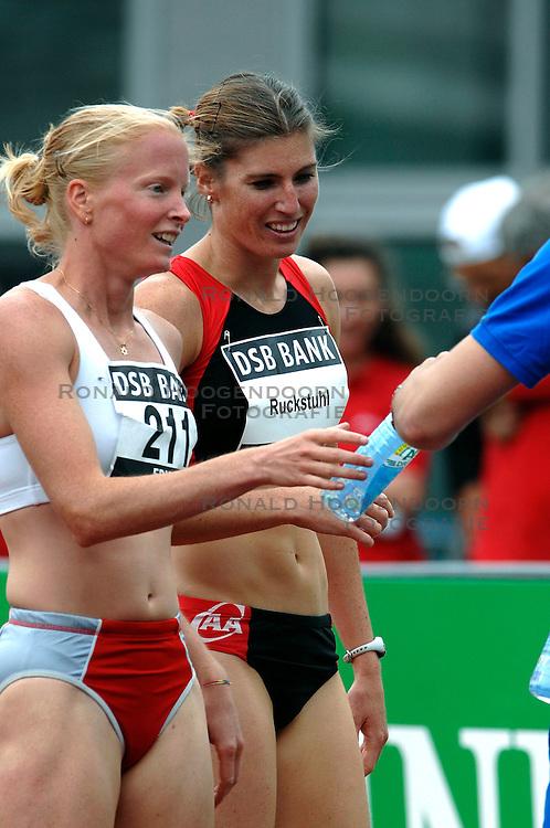 30-06-2007 ATLETIEK: NK OUTDOOR: AMSTERDAM<br /> Karin Ruckstuhl en Naomi Schellekens<br /> ©2007-WWW.FOTOHOOGENDOORN.NL