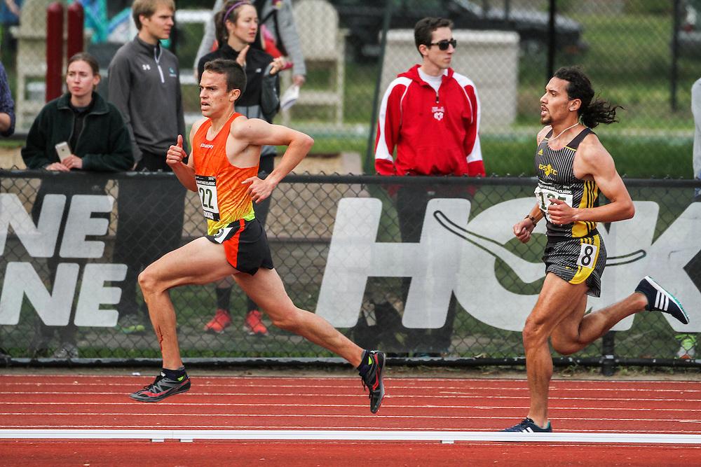 mens 5000 meters, Adrian Martinez Track Classic 2016, Lex Williams, Saucony, leads Alfredo Santana, adidas