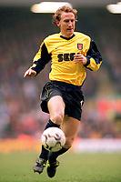 Ray Parlour (Arsenal). Liverpool 4:0 Arsenal, FA Carling Premiership, 23/12/2000. Credit Colorsport / Stuart MacFarlane.