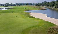 HAARZUILENS  - nieuwe holes, Hole 11 met enorme bunker  , Golfclub De Haar , van 9 naar 18 holes. .  COPYRIGHT KOEN SUYK