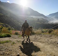 THEMENBILD - Trekkingtour in Nepal um die Annapurna Gebirgskette im Himalaya Gebirge. Das Bild wurde im Zuge einer 210 Kilometer langen Wanderung im Annapurna Gebiet zwischen 01. September 2012 und 15. September 2012 aufgenommen. im Bild die Sonne geht hinter einem nepalesischen Reiter auf // THEME IMAGE FEATURE - Trekking in Nepal around Annapurna massif at himalaya mountain range. The image was taken between september 1. 2012 and september 15. 2012. Picture shows rider with horse, NEP, EXPA Pictures © 2012, PhotoCredit: EXPA/ M. Gruber