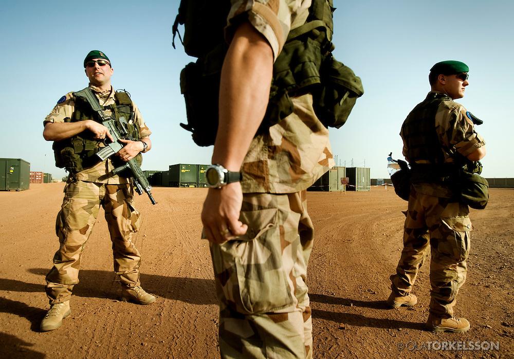 N´Djamena (Chad) 080321 **.Svenska soldater patrullerara den svenska campen utanför Abeche.Foto Ola Torkelsson .Copyright 2008 © Ola Torkelsson