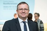 """19 NOV 2018, BERLIN/GERMANY:<br /> Holger Steltzner, Herausgeber der F.A.Z., F.A.Z. Konferenz """"Mobilitaet in Deutschland - Zeit fuer neues Denken und Handeln"""", F.A.Z. Atrium<br /> IMAGE: 20181119-01-031<br /> KEYWORDS: F.A.Z."""