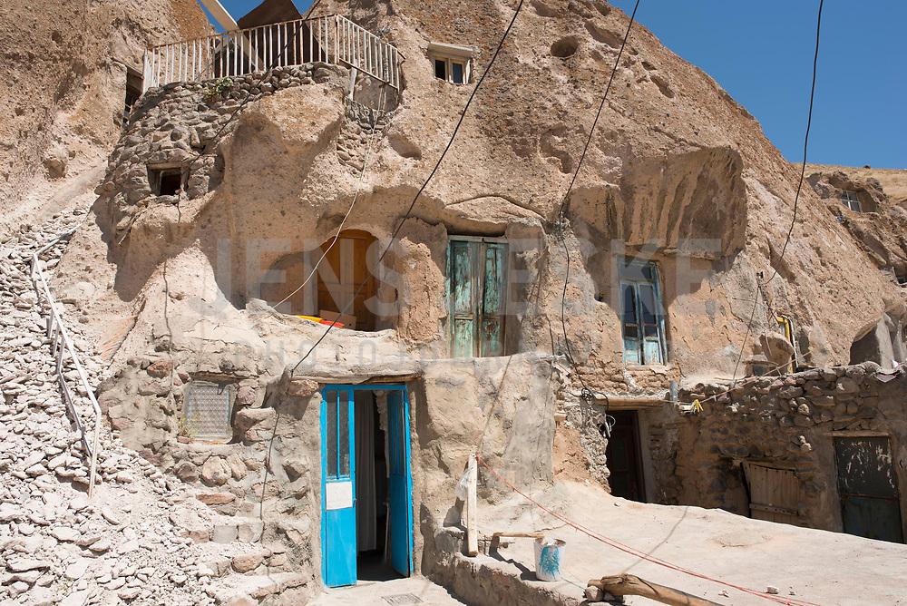 Iran, Kandovan, 22.08.2016: Terassenförmig angelegte Wohnhöhlen im Dorf Kandovan. Provinz Ost-Aserbaidschan, Nordwest-Iran.