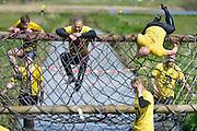 Nederland, Elst, 19-4-2015Survivalrun in de Rijkerswoerdseplassen.  EXTREME SPORT, SURVIVAL RUN.Foto: Flip Franssen