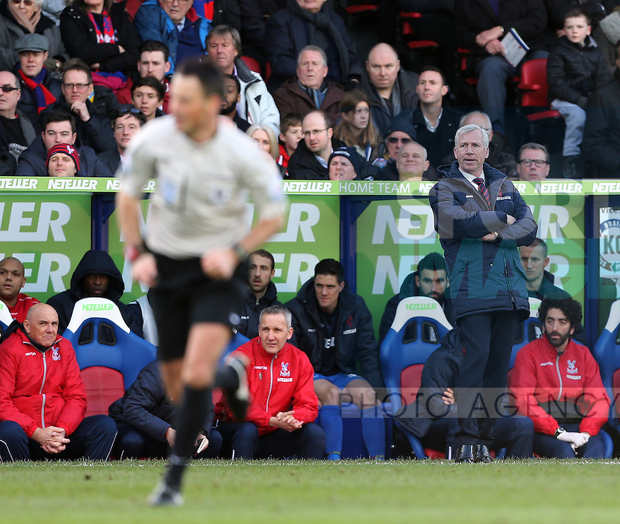 Crystal Palace's Alan Pardew watches referee Mark Clattenburg<br /> <br /> Barclays Premier League - Crystal Palace  vs Arsenal  - Selhurst Park - England - 21st February 2015 - Picture David Klein/Sportimage