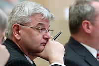 18 FEB 2005, BERLIN/GERMANY:<br /> Joschka Fischer, B90/Gruene, Bundesaussenminister, waehrend einer Sitzung des Bundesrates, Plenum, Bundesrat<br /> IMAGE: 20050218-01-016
