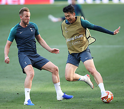 01.06.2019, Wanda Metropolitano, Madrid, ESP, UEFA CL, Tottenham Hotspur vs FC Liverpool, Finale, im Bild Harry Kane of Tottenham Hotspur and Son Heung-Min of Tottenham Hotspur in action // Harry Kane of Tottenham Hotspur and Son Heung-Min of Tottenham Hotspur in action during Training before the the UEFA Champions League Final Match between Tottenham Hotspur and FC Liverpool at the Wanda Metropolitano in Madrid, Spain on 2019/06/01. EXPA Pictures © 2019, PhotoCredit: EXPA/ Focus Images/ Paul Chesterton<br /> <br /> *****ATTENTION - for AUT, GER, FRA, ITA, SUI, POL, CRO, SLO only*****