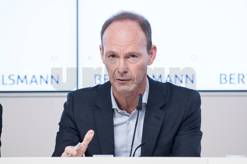 27 MAR 2018, BERLIN/GERMANY:<br /> Thomas Rabe, Vorstandsvorsitzender von Bertelsmann,  Bertelsmann Bilanzpressekonferenz, Konzernrepraesentanz Berlin, Unter den Linden 1<br /> IMAGE: 20180327-01-023