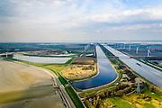 Nederland, Zeeland, Gemeente Reimerswaal, 01-04-2016; Bathse spuisluis en Bathse spuikanaal gezien vanaf de Westerschelde (in de voorgrond). Rechts Schelde-Rijnverbinding, richting Kreekraksluizen, Oosterschelde en Markiezaat aan de verre horizon. Spuikanaal en spuisluis maken deel uit van de zoetwaterhuishouding van het Zoommeer en maken onderdeel uit van de Deltawerken.<br /> <br /> Sluice and drainage canal, part of the fresh water management works, build as part of the Delta Works.<br /> <br /> luchtfoto (toeslag op standard tarieven);<br /> aerial photo (additional fee required);<br /> copyright foto/photo Siebe Swart