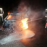 Autobrand parkeerplaats Merk Huizen, geblust met schuim