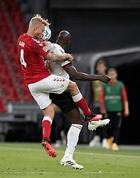 Simon Kjær (Danmark) i kamp med Romelu Lukaku (Belgien) under UEFA Nations League kampen mellem Danmark og Belgien den 5. september 2020 i Parken, København (Foto: Claus Birch).