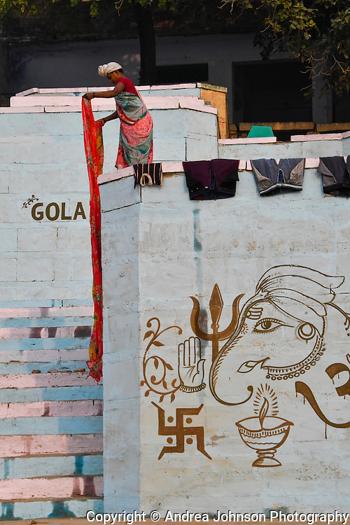 Washing saris, Ganges, Varanassi, India