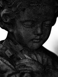 09.10.2010, Friedhof Militaerakademie, Wiener Neustadt, AUT, Panorama, Freidhoffeature Allerheiligen Allerseelenfeatures, im Bild Engelsfigur mit Kreuz in der Hand, EXPA Pictures 2010, PhotoCredit: EXPA/ S. Trimmel