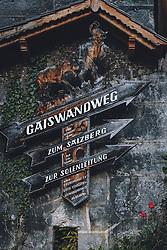 THEMENBILD - Wegweiser Wanderwege während der Corona Pandemie, aufgenommen am 17. April 2019 in Hallstatt, Österreich // Signpost hiking trails during the Corona Pandemic in Hallstatt, Austria on 2020/04/17. EXPA Pictures © 2020, PhotoCredit: EXPA/ JFK