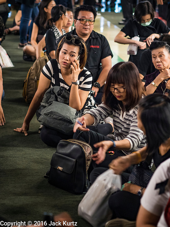 22 DECEMBER 2016 - BANGKOK, THAILAND: People wait in line to buy commemorative coins honoring the late King at Queen Sirikit Convention Center. People waited in line for hours. The Thai treasury department sold commemorative coins to honor Bhumibol Adulyadej, the Late King of Thailand, at Queen Sirikit Convention Center in Bangkok. Thecoins celebrate milestones in the beloved monarch's life. PHOTO BY JACK KURTZ