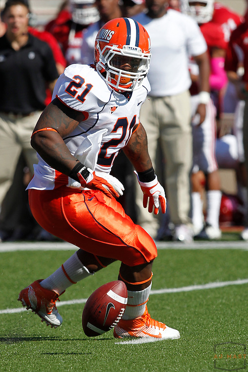 08 October 2011: Illinois Fighting Illini running back Jason Ford (21) as the Illinois Fighting Illini  played the Indiana Hoosiers in a college football game in Bloomington, Ind.