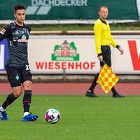 07.10.2020, wohninvest Weserstadion Platz 11, Bremen, GER, FSP SV WERDER BREMEN  vs 1. FC St. Pauli<br /> <br /> im Bild / picture shows <br /> <br /> Ilia Gruev (Werder Bremen #28)<br /> Einzelaktion, Ganzkörper / Ganzkoerper <br />  ,Ball am Fuss, <br /> Querformat<br /> <br /> Foto © nordphoto / Kokenge