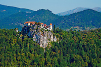 Slovenie, region de Gorenjska, le lac Bled et les Alpes Julian, le Chateau musee // Slovenia, Bled, Lake Bled and Julian Alps, the Bled Castle
