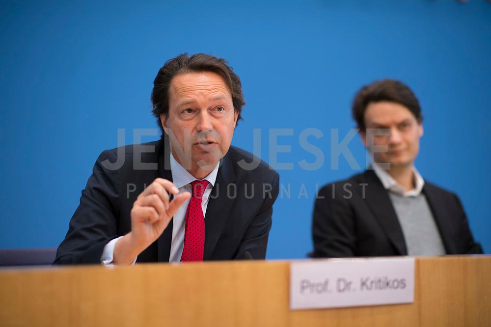 DEU, Deutschland, Germany, Berlin, 02.05.2019: Prof. Dr. Alexander Kritikos, Forschungsdirektor des DIW Berlin, in der Bundespressekonferenz zum Thema Mehr Europa - Herausforderungen und Lösungsansätze.
