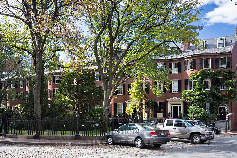 Elegant Lonsburg Square in the Beacon Hill historic district of the city of Boston, Massachusetts, USA
