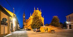 THEMENBILD - Kirche in Priocca. Priocca ist ein Dorf im Herzen des Roero-Bezirks. In der Gegend gibt es eine Vielzahl hochwertiger Produkte: Pilze, Trüffel, Honig und zahlreiche Sorten Pfirsiche, Birnen, Erdbeeren, Kastanien und Spargel. Priocca, Italien am Mittwoch, 6. November 2019 // La chiesa di Priocca. Priocca is a village in the heart of the Roero district. In the area there are a variety of high quality products: mushrooms, truffles, honey and numerous varieties of peaches, pears, strawberries, chestnuts and asparagus. Wednesday, November 6, 2019 in Priocca, Italy. EXPA Pictures © 2019, PhotoCredit: EXPA/ Johann Groder