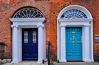 Irlande, Dublin, Merrion Square, les portes colorées typique du style Géorgien // Republic of Ireland; Dublin, painted georgian door at merrion square