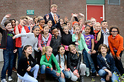 """Koning Willem Alexander opent Koningsspelen in Ens van de drie basisscholen Het Lichtschip, De Horizon en De Regenboog in Ens. Het gaat om een dag vol bewegen voor kinderen, die wordt voorafgegaan door een feestelijk Koningsontbijt.<br /> <br /> King Willem Alexander opens the """" King Games"""" in the town Ens. It is a day of exercise for children, which is preceded by a festive King Breakfast.<br /> <br /> Op de foto / On the photo:  Koning Willem Alexander met  Kinderen voor Kinderen // King William Alexander with Children for Children"""