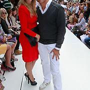 NLD/Amsterdam/20110904 - Grazia PC Catwalk 2011, Robert Schoemacher en partner Claudia van Zweden