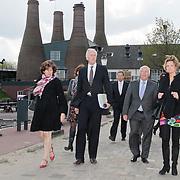 NLD/Huizen/20110413 - Commissaris van de Koning van Noord-Holland Johan Remkes op werkbezoek in Huizen
