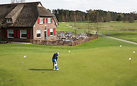 LOCHEM -  Puttinggreen voor clubhuis.  Lochemse Golf Club De Graafschap. COPYRIGHT KOEN SUYK