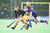 BILTHOVEN  - Hockey -  1e wedstrijd Play Offs dames. SCHC-Den Bosch (0-1). Lidewij Welten (Den Bosch) met rechts Carmen Wijsman (SCHC)      COPYRIGHT KOEN SUYK