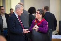 DEU, Deutschland, Germany, Berlin, 15.01.2018: Prof. Dr. Lothar Maier (MdB, Alternative für Deutschland, AfD) und Franziska Gminder (MdB, AfD) vor Beginn der Fraktionssitzung der AfD-Fraktion im Deutschen Bundestag.