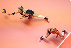20180529 NED: Volleyball Nations League Netherlands - Poland, Apeldoorn<br />Kirsten Knip (1) of The Netherlands, Maret Balkestein - Grothues (6) of The Netherlands <br />©2018-FotoHoogendoorn.nl