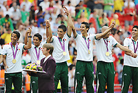 London Olympics 2012 : Mens Football final @ Wembley <br /> Mexico v Brazil ( 2 - 1 ) Presentation<br /> Oribe Peralta leads the Mexican wave at the medal presentation