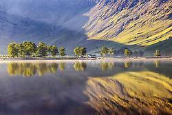 © Licensed to London News Pictures. 15/09/2021. Keswick UK. The little white hut & mountains that surround Buttermere lake in Cumbria reflect in to the still waters this morning in the Lake District.  Photo credit: Andrew McCaren/LNP