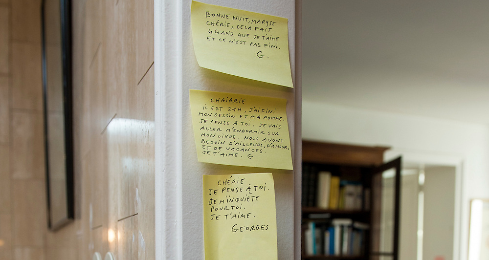 """March 6, 2015, Paris, France. Post-it notes decorate the Paris' apartment where Georges and Maryse Wolinski used to live. French Cartoonist Georges Wolinski (1934 –2015) wrote daily post-it notes to his wife Maryse Wolinski (1943, Algiers). Two month after the death of Georges Wolinski, the apartment is full of souvenirs and notes, attesting a half-century-long love relation: """"Good night, Maryse, darling, I love you since 44 years and it is not over yet. G. """"<br /> """"Honey, it's 9 o'clock, my drawing and my apple are finished. I think of you. I'm going to fall asleep with my book. We need travel, love and holidays. I love you, G.""""<br /> Darling, I think of you, I'm worried about you. I love you. Georges.""""  <br /> The cartoonist Georges Wolinski was 80 years old when he was murdered by the French jihadists Chérif en Saïd Kouachi, he was one of the 12 victims of the massacre in the Charlie Hebdo offices on January 7, 2015 in Paris. Charlie Hebdo published caricatures of Mohammed, considered blasphemous by some Muslims. During his life, Georges Wolinski defended freedom, secularism and humour and was one of the major political cartoonists in France. The couple was married and had lived for 47 years together. Photo: Steven Wassenaar."""