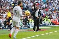 Barcelona´s coach Luis Enrique (R) during La Liga match between Real Madrid and F.C. Barcelona in Santiago Bernabeu stadium in Madrid, Spain. October 25, 2014. (ALTERPHOTOS/Victor Blanco)