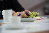 21 MAY 2012, BERLIN/GERMANY:<br /> Obststeller auf dem Tisch, waehrend einem Interview mit Christophe F. Maire, Gruender / CEO txtr, Inhaber atlantic ventures, Investor und  Business Angel, txtr GmbH, Rosenthaler Str., Berlin-Mitte<br /> IMAGE: 20120521-02-036<br /> KEYWORDS: Christophe Maire