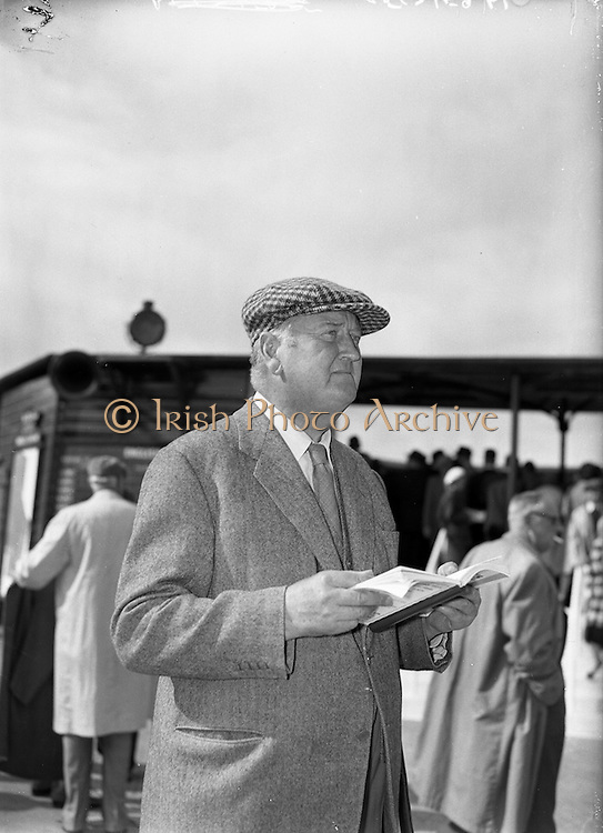 0/09/1960<br /> 09/20/1960<br /> 20 September 1960<br /> Goffs Bloodstock Sales at Ballsbridge, Dublin.At the sales was Captain C. Boyd-Rochfort.