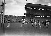 Neg No: .A801/4571-4583...1958AIMHCF.07.09.1958, 09.07.1958, 7th September 1958,.All Ireland Minor Hurling Championship - Final...Limerick.05-08.Galway.03-10.
