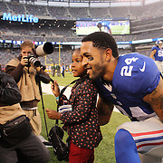 New York Giants Terrell Thomas, with his daughter Tatum, 3, before the New York Giants Vs Green Bay Packers, NFL American Football match at MetLife Stadium, East Rutherford, New Jersey, USA. 17th November 2013. Photo Tim Clayton