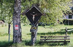 THEMENBILD - ein Marterl mit Jesus am Kreuz steht zwischen einer Holzbank und einer Birke, aufgenommen am 08. Mai 2020, Bramberg, Österreich // a torture with Jesus on the cross stands between a wooden bench and a birch on 2020/05/08, Bramberg, Austria. EXPA Pictures © 2020, PhotoCredit: EXPA/ Stefanie Oberhauser
