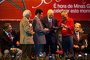 Belo Horizonte_MG, Brasil...O vice-presidente Jose Alencar (PRB) receba o titulo de militante honorario na festa de comemoracao dos 30 anos do PT...The vice-president Jose Alencar (PRB) receives the title militant honorary  in the party to commemorate 30 years of PT...Foto: LEO DRUMOND / NITRO