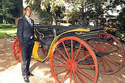 Ronaldinho Gaúcho posa para os fotógrafos em uma carruagem no Palácio Piratini, em Porto Alegre. FOTO: Jefferson Bernardes/Preview.com