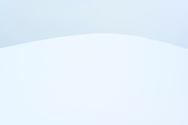 Diffuser, bläulicher Himmel und eine tief eingeschneite Kuppe in der Drumlinlandschaft am Hirzel, Kanton Zürich, Schweiz<br /> <br /> Diffuse, bluish sky and a snow-covered knoll in the Drumlin landscape at Hirzel, Canton of Zurich, Switzerland